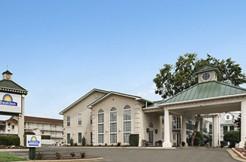 Exterior of Days Inn hotel for sale in Missouri