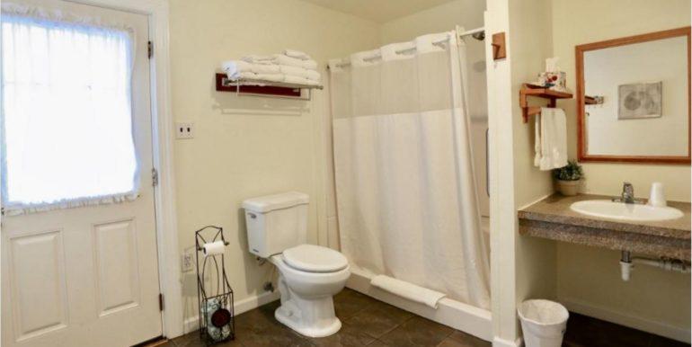 BUXNC03d Double Suite Bathroom