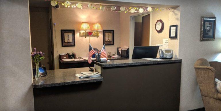 KENND02 Front Desk
