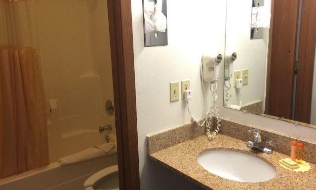 SHEIA06 Bathroom